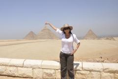 Докосване на върхът на пирамида в Египет